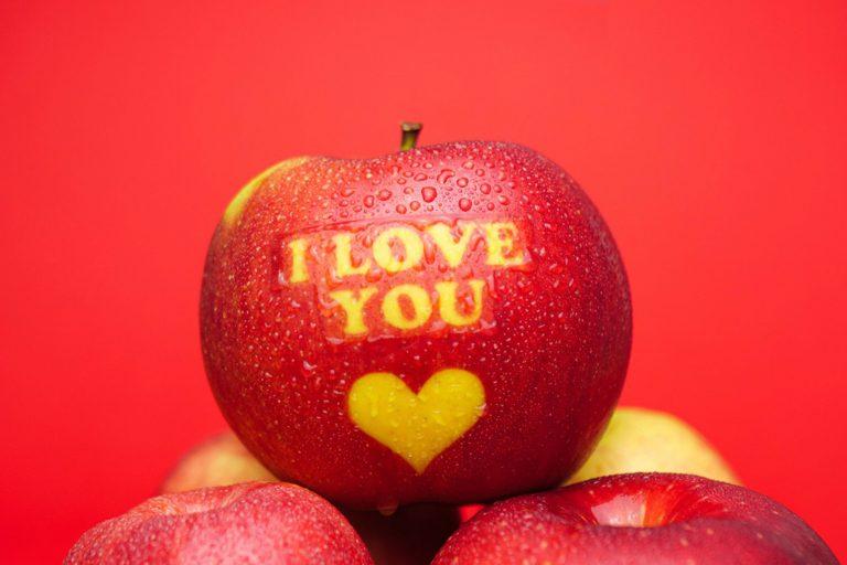 Apfel auf dem I love you steht